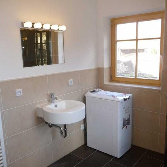 Holiday house »Haus anno 1750« - Bad im EG mit Waschmaschine und Dusche